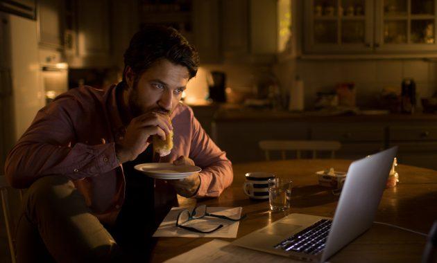 Conseils sur la façon d'arrêter de manger de façon excessive la nuit